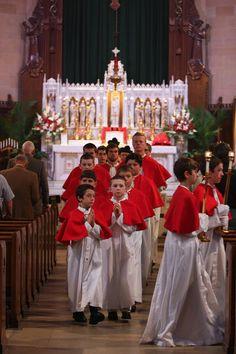 Te Deum laudamus! Pentecost Solemn High Mass. Look at all those altar boys. #acólitos #coroinhas