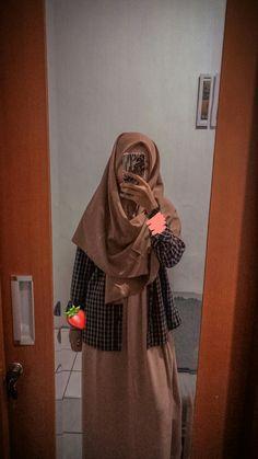 Casual Hijab Outfit, Ootd Hijab, Hijab Chic, Hijab Dress, Girl Hijab, Modern Hijab Fashion, Hijab Fashion Inspiration, Muslim Fashion, Foto Mirror