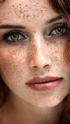 "kathifee-world: "" deniersixnine: ""~~ like the Stars, in the Sky "" "" Schöne Sommersprossen Women With Freckles, Red Hair Freckles, Redheads Freckles, Freckles Girl, Beautiful Freckles, Beautiful Red Hair, Pretty Eyes, Cool Eyes, Red Hair Green Eyes"