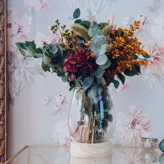 25 Extraordinary Spring Wreath and Flower Ideas to Add the Beauty In the Porch Fake Flowers, Colorful Flowers, Dried Flowers, White Flowers, Dried Flower Arrangements, Flower Vases, Flower Pots, Flower Ideas, Lavender Bouquet