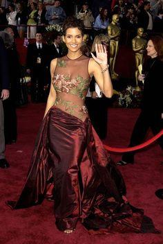 Halle Berry bei den Oscars 2002 in Elie Saab
