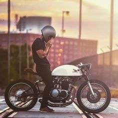 The @kinetic_motorcycles Honda CB500 Cafe Racer.