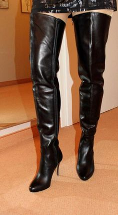 36e84e54d942db Black thigh boots modeled by amateur