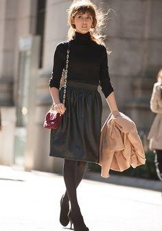 バックを主役にする全身黒コーデ ◇コンサバ系ファッション スタイル タイプのコーデ参考アイデア◇