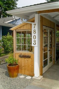 Cool 55 Nice Garden Shed Storage Ideas on a Budget https://lovelyving.com/2017/12/01/55-nice-garden-shed-storage-ideas-budget/ #shedstorageideas