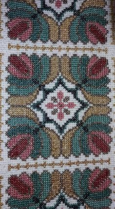 This Pin was discovered by Ele Cross Stitch Art, Cross Stitch Embroidery, Cross Stitch Patterns, Palestinian Embroidery, Bargello, Needlework, Bohemian Rug, Diy And Crafts, Sewing Patterns