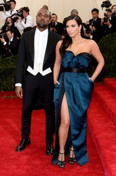 Vous ne devinerez jamais quelles robes Kim prévoit de garder pour le bal de…