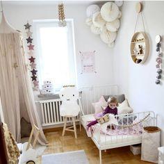 Pastelowy pokój dla dziewczynki z baldachimem