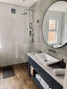 Concrete grey tile wet room bathroom Wood effect floor tiles and hexagonal tiles. Wet Room Bathroom, Wet Room Shower, Small Shower Room, Upstairs Bathrooms, Neutral Bathroom, Bathroom Inspo, Modern Bathroom, Hexagon Tile Bathroom, Wood Tile Shower