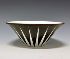 Bowl by Nora Gulbrandsen for Porsgrund Porselen. Nordic Design, Scandinavian Design, Kitchenware, Tableware, Modern Classic, Art Deco, Museum, Pottery, Clay