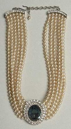 Lady Diana's pearl sapphire necklace with unique aged color.most of Diana's jewels came from her fathers side of the family, like her Spencer tiara that she wore when she married Prince Charles Royal Jewelry, Pearl Jewelry, Antique Jewelry, Jewelery, Vintage Jewelry, Fine Jewelry, Cartier Jewelry, Swarovski Jewelry, Dainty Jewelry