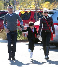 Kingston Rossdale Photo - Gwen Stefani And Family At The LA Zoo On Christmas Eve