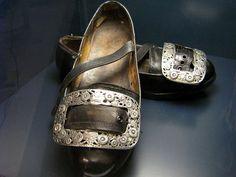 schoenen met zilveren gespen