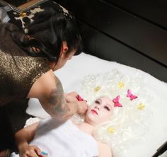 Photoshoot Fairy! Behind the scenes! Fotografie: Marcella Geeroms, Oh My Lucky Stars Model: Rosa Blok MUAH: Marielle Last, Vamps and Dolls.    #mua #visagie #visagiste #hoorn #noordholland #photoshoot #makeup #maccosmetics #fotografie #butterflies #vlinders #goud #bladeren  #romantisch #pruik #fairy #prinses
