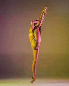 https://www.facebook.com/Theatre.New.Georgian.Ballet.of.Tamaz.Vashakidze/photos/a.357705212707.155959.294483422707/10155499997762708/?type=3&theater