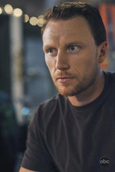 """Owen Hunt (Kevin McKidd) returns to Seattle Grace in this picture from """"There's No 'I' in Team,"""" from Season Five of Grey's Anatomy."""