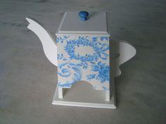 Bule porta chá branco e azul . www.elo7.com.br/esterartes