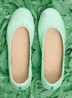 Refresh your color palette with eye-catching Mint crinkle patent Tieks. Wear these Italian leather flats with a classic pencil skirt, or pair with bold prints for a modern look. Mint Tieks are sure to put a fresh spring in your step all year round. Pretty Shoes, Cute Shoes, Me Too Shoes, Fancy Shoes, Unique Shoes, Tieks Ballet Flats, Crazy Shoes, Cute Outfits, Summer Outfits