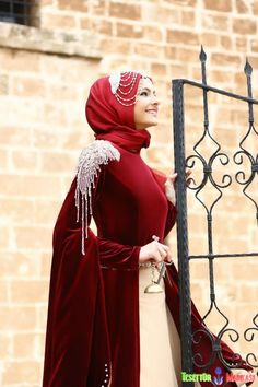 Apoletli kadife abiye elbise - #apoletli #kadife #abiye #elbise - http://www.abiyeelbisemodelleri.com/picture.php?/235/category/tesettur-abiye-elbise-modelleri