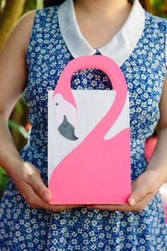 DIY: flamingo favor bags (free printable template)