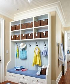 Would love to have a mud room/storage area in a future home Hallway Storage, Room Shelves, Ideas Para Organizar, Beach House Decor, Home Decor, Better Homes, Home Organization, Organizing Solutions, Mudroom Organizer