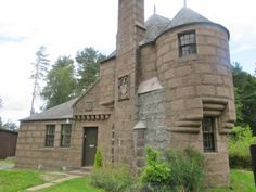 Will you be renting in Scotland? With 3692 properties up for rent in Scotland, you'll find the perfect place with us. Vacation Rentals, Renting A House, Cottages, Drum, Scotland, Castle, Houses, Mansions, Bedroom