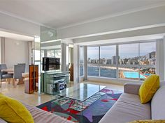 2 bedroom Apartment for rent in Sea Point. Outstanding sea views from every angle- 7 night Minimum stay