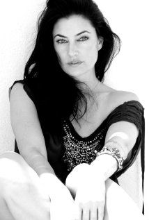 Mädchen Amick Witches of East End. I think she is so pretty.