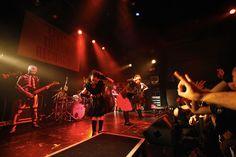 <SuG LIVE BATTLE 2012>と題し、この夏、ジャンルの枠を超えた4本の対バン・イベントを敢行したSuG...