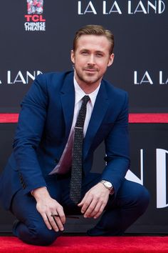 Ryan Gosling attends 'Ryan Gosling and Emma Stone hand and footprint ceremony' at TCL Chinese Theatre IMAX on December 7, 2016 in Hollywood, California. - Ryan Gosling and Emma Stone Attend a Hand and Footprint Ceremony