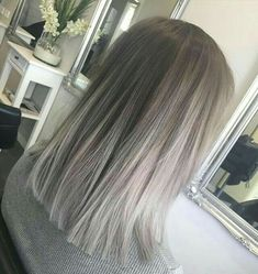 Silver Grey Hair – Biggest Hair Trends – 10 coupes de cheveux, coloration… - Top Of The World Balayage Color, Ombre Hair Color, Ombre Bob, Short Balayage, Balayage Highlights, Color Highlights, Gray Ombre, Ash Ombre, Balayage Straight