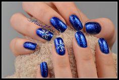 MissAdelinne: Snowflakes  #nail #nails #nailart