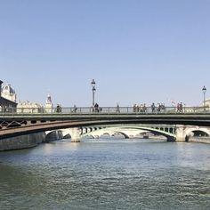 """189 Likes, 10 Comments - Olivier 🦊 (@juliendeparis) on Instagram: """"Vive #Paris, vive la #France, vive l'#Europe 🇫🇷❤️🇪🇺 #bridges #Seine #river 🇪🇺 🇪🇺 🇪🇺 #parigi…"""""""