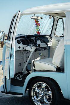 Vw Bus, Volkswagen Bus Interior, Kombi Interior, Vw T2 Camper, Combi Vw T2, Foodtrucks Ideas, Volkswagon Van, Kombi Home, Vw Classic