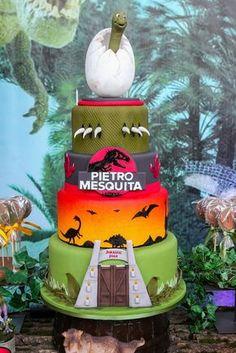 Pietro, filho de Otavio Mesquita, ganhou uma festa com a decoração inspirada no Jurassic Park Dinosaur Birthday Cakes, Cupcake Birthday Cake, Cupcake Party, Birthday Party At Park, Third Birthday, Boy Birthday Parties, Jurrasic Park Cake, Festa Jurassic Park, Jurrassic Park