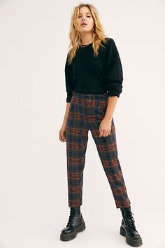 How to wear plaid pants Striped Dress Outfit, Plaid Pants Outfit, Tartan Pants, Winter Skirt Outfit, Printed Pants Outfits, Fashion Pants, Fashion Outfits, Fashion Trends, Dope Fashion