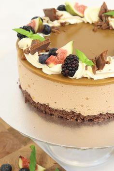 Daim-suklaajuustokakku | Amanda Leipoo Cheesecakes, Yummy Cakes, No Bake Cake, Tiramisu, Ethnic Recipes, Sweet, Desserts, Food, Inspiration