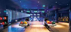 A pista de bowling a bordo do Epic.  Fale já com o seu agente de viagens #JamesRawes #cruzeiros