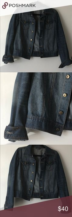 VINTAGE // denim jacket lightweight jean jacket in excellent condition. purchased from a thrift shop in boston. Vintage Jackets & Coats Jean Jackets