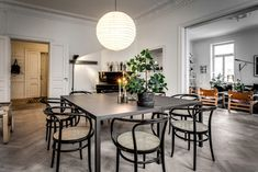 Home of Lotta Agaton Photo: Alexander White Dining Room Colors, Dining Room Walls, Dining Room Furniture, Dining Area, Dining Table, Scandinavian Home, Living Room Designs, Stockholm, Interior Decorating