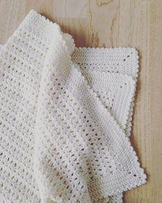 Baby Knitting Patterns, Crochet Patterns, Besties, Baby Barn, Diy Crochet, Crochet Flowers, Make It Simple, Knitted Hats, Blanket