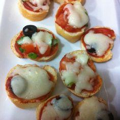 مستعجله وماعندك وقت جربي اسرع بيتزا بيتزا بالخبز الفرنسي بواسطة أم رائد    #تطبيق_طبخي