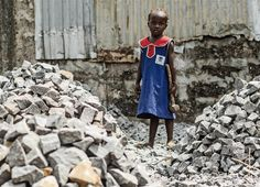 A young girl at Adonkia quarry, Freetown, Sierra Leone (Feb 2013)  Jodi Hilton/IRIN