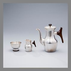 TAPIO WIRKKALA, COFFEE POT, SUGAR BOWL AND CREAMER. Signed TW. Kultakeskus, Hämeenlinna 1962,-65 and -65. Russel Wright, Sugar Bowls And Creamers, Vintage Kitchenware, Art Decor, Mid-century Modern, Pots, Mid Century, Coffee, Silver