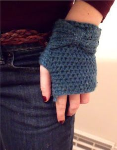 Fingerless gloves with a bow!  I'm not entirely convinced that fingerless gloves are the way to go, but these are pretty.