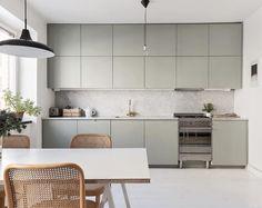 42 More Creative : DIY Rustic Kitchen Decoration Idea for Small Space Emma's Kitchen, Minimal Kitchen, Boho Kitchen, Rustic Kitchen Decor, Kitchen Layout, Kitchen Living, Kitchen Cabinets, Kitchen Gifts, Kitchen Ideas