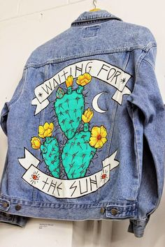 I want this denim jacket so much! : I want this denim jacket so much! Painted Denim Jacket, Painted Jeans, Painted Clothes, Denim Paint, Hand Painted, Diy Jeans, Diy Clothes Jeans, Diy Clothing, Custom Clothes