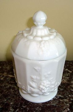 Westmoreland grapes pattern paneled covered candy dish
