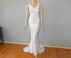 Gorgeous vintage lace wedding dress with beautiful details. Stunning, one of a kind, bohemian off white wedding dress. Stunning front has an inset