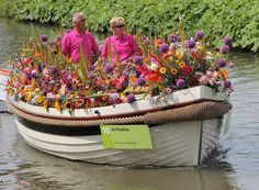 The theme of this year's Floating Parade is 'Pick the Day'- Carpe Diem- Pluk de dag. This boat, made by the school for gardeners and nurses, sure knows how to pick its flowers. #theme #FloatingParadeWestland